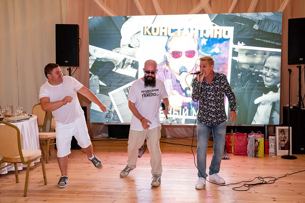 на юбилее у ОЧЕНЬ ДЕЛОВЫХ ЛЮДЕЙ продюсер Владимир Ферапонтов исполнил сразу ТРИ песни!