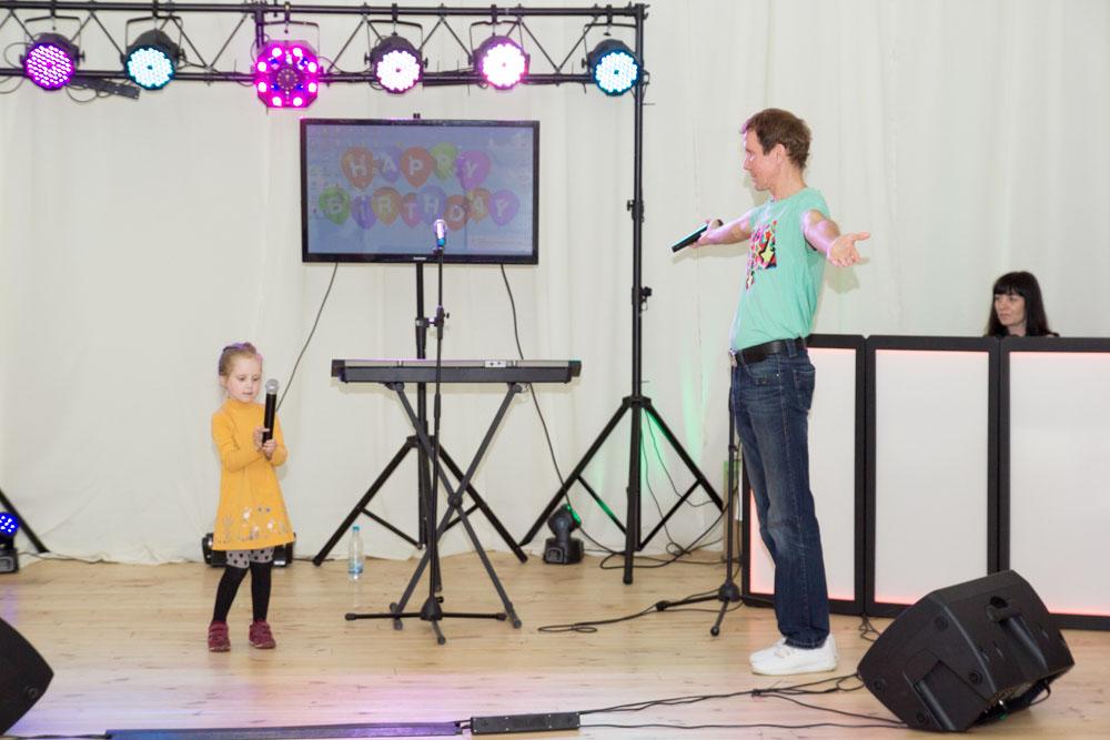 Александр Дроздов «СИНЯЯ ПТИЦА» выступил на годовщине клуба ОЧЕНЬ ДЕЛОВЫЕ ЛЮДИ с дочерью …