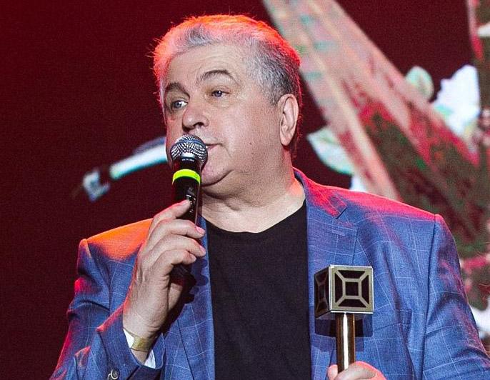 Владимир Ильичев стал Обладателем премии как лучший поэт песенник года по версии телеканала МЬЮЗИК БОКС!